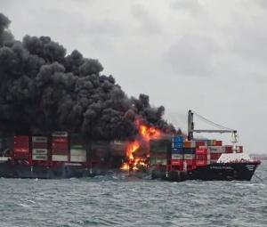 Grande explosão em navio porta-contêiner MV X-Press Pearl fere duas pessoas; tripulação de 25 pessoas era composta por chineses, indianos, filipinos e russos